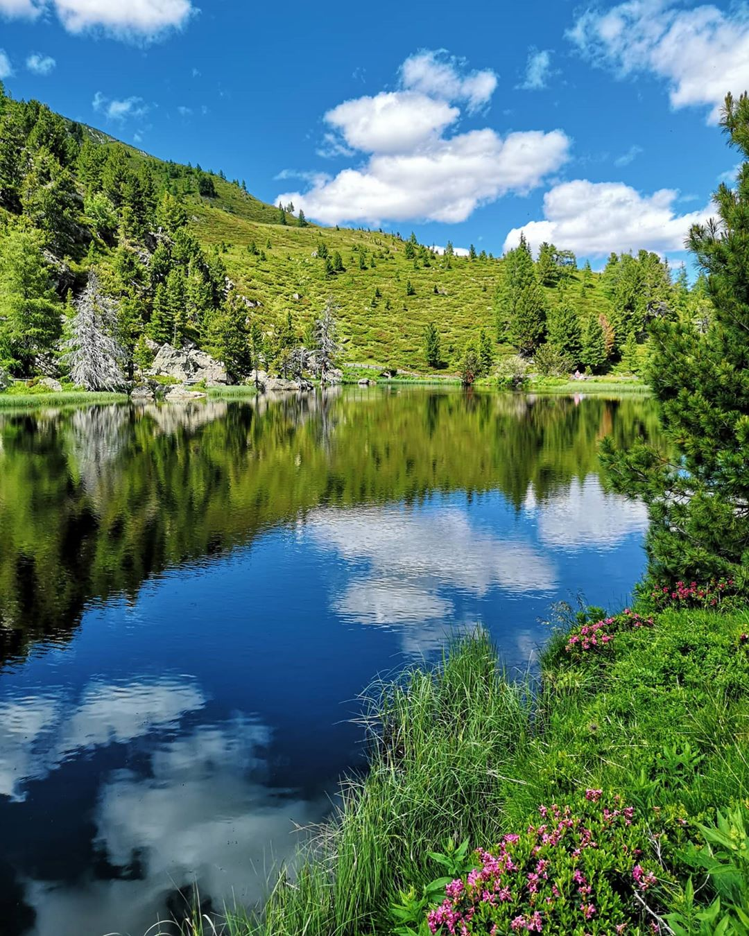 Around the Windeben lake along the Nockalm Road