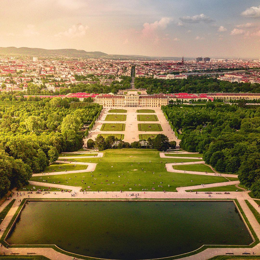 Симметрия дворца Шёнбрунн