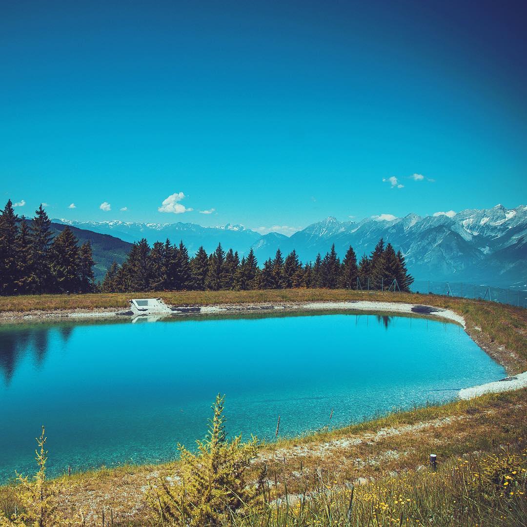 Kleiner idyllischer Bergsee