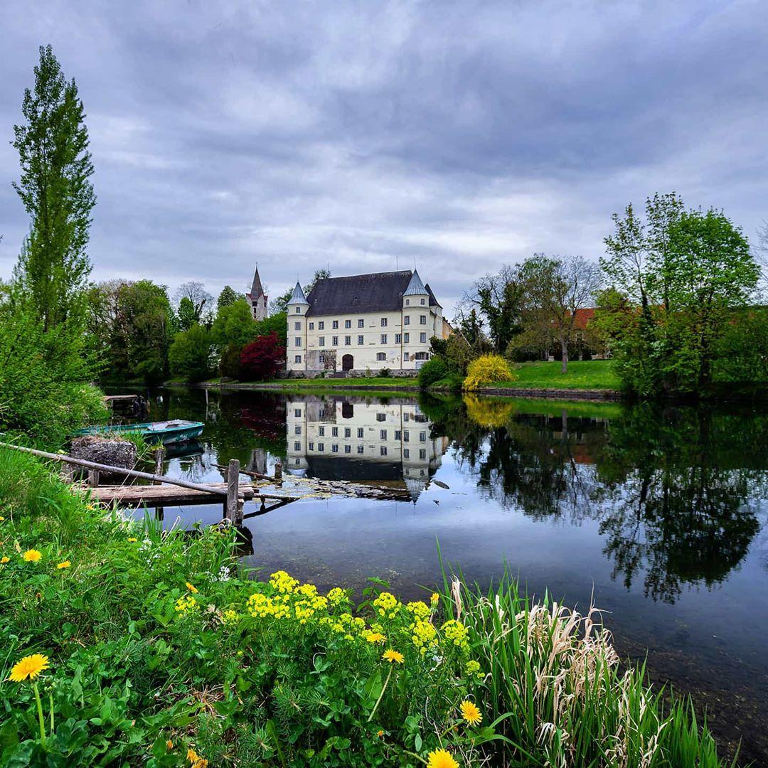 Schloss Hagenau und Schlosskirche