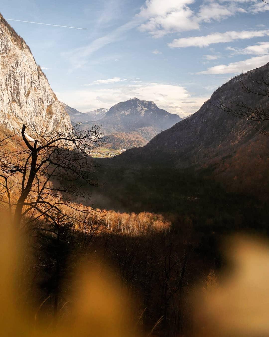 Ausblick auf die Berglandschaft im Bluntautal
