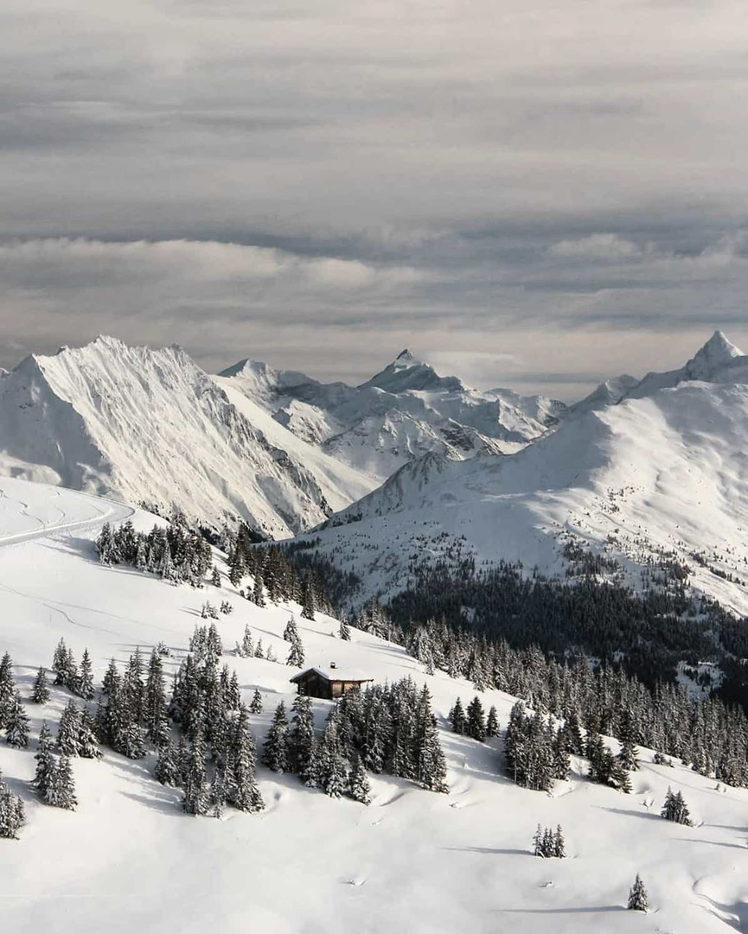 Skigebiet rund um Kitzbühel im Winter