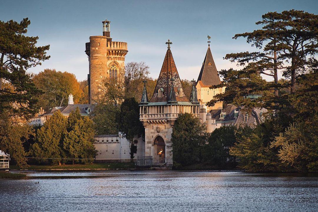 Замок Лаксенбург на границе с Веной