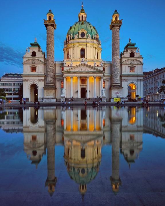Венская Церковь Карлскирхе недалеко от Карлсплац