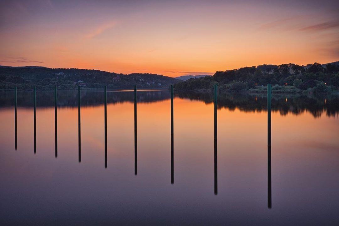 Der Wienerwaldsee bei Sonnenuntergang