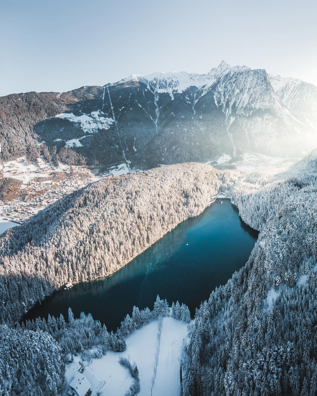 Alpine Winterlandschaft am Piburger See