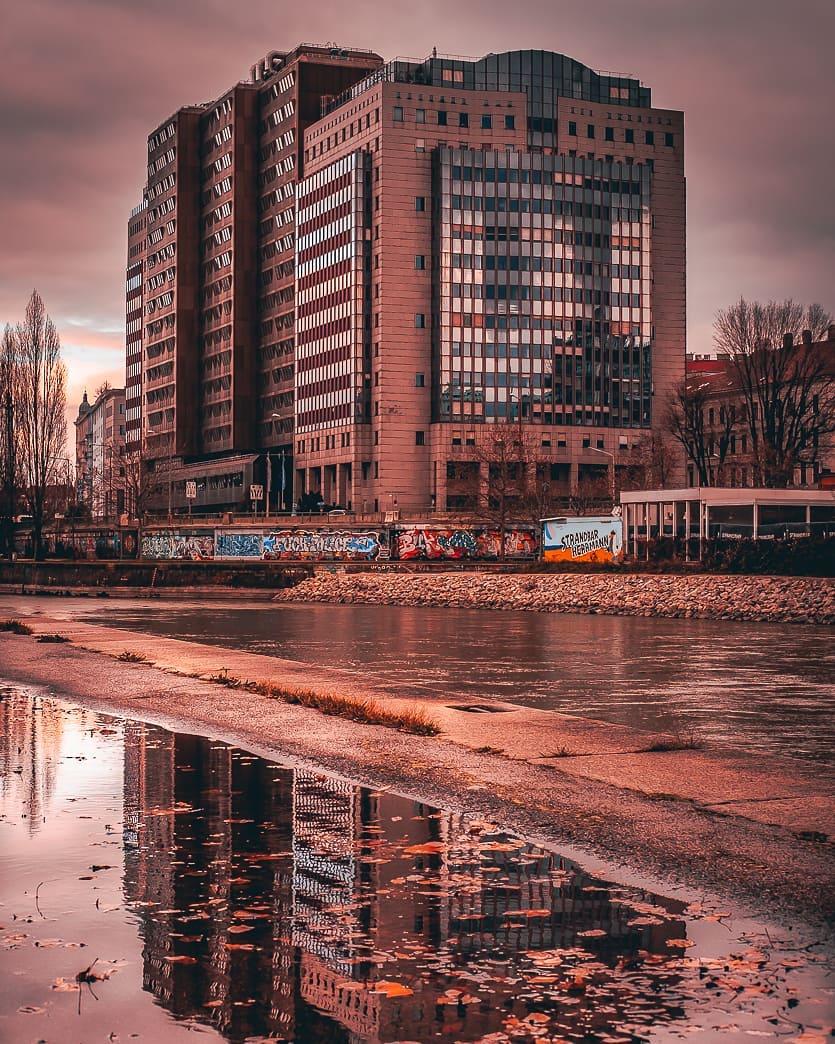 Blick vom Donaukanal Richtung Dritten Bezirk