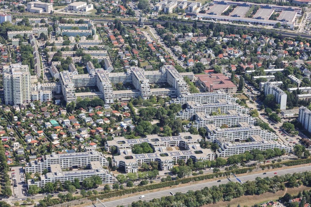 Luftbildaufnahme der Wohnsiedlung am Schöpfwerk in Meidling