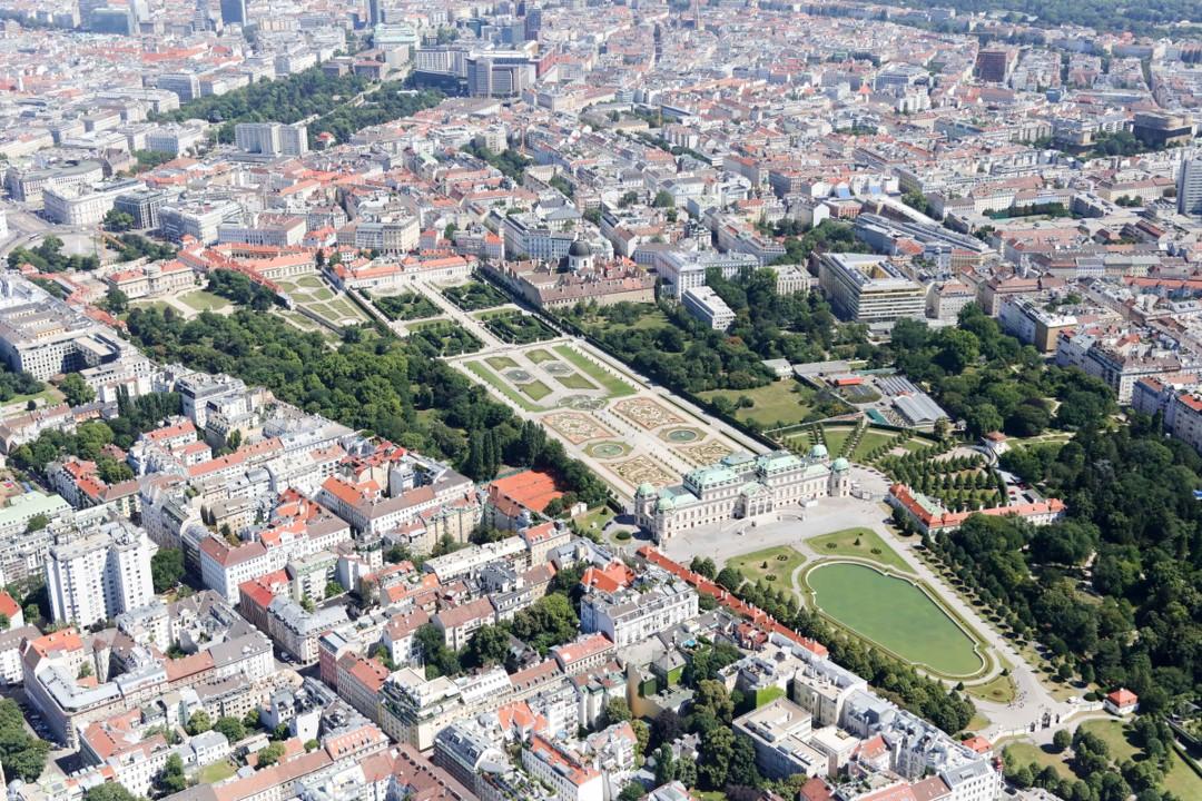 Famoser Blick auf das Belvedere im Herzen der Stadt