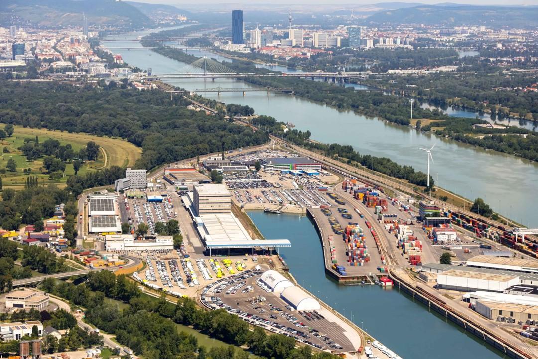 Порт Фройденау на Дунае