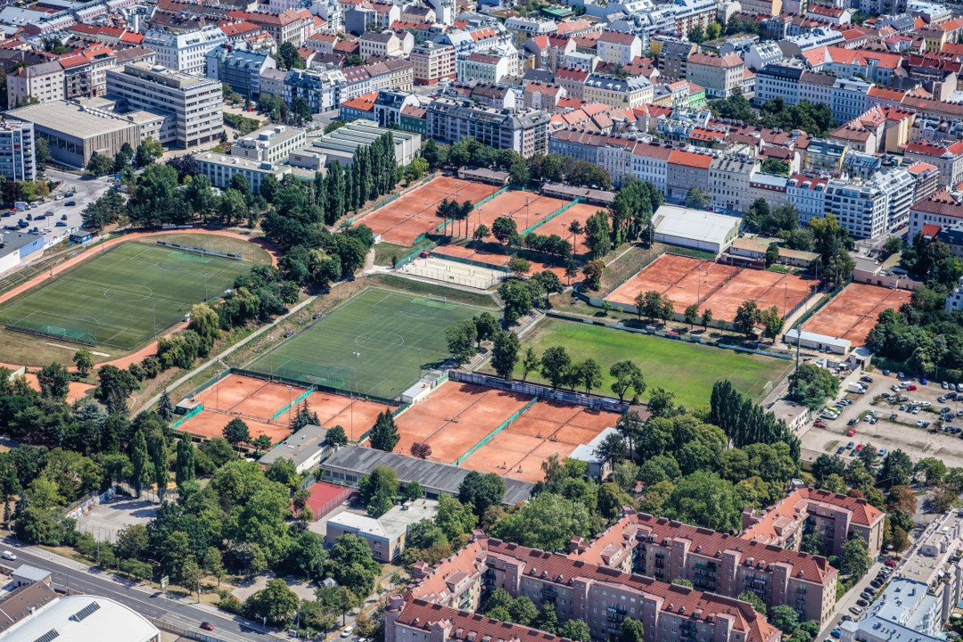 Почтовая спортивная площадка в Херналс