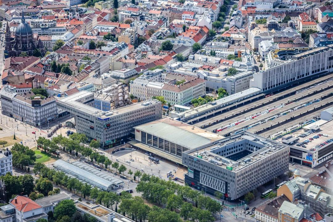 Вид на Западный вокзал в Рудольфсхайм-Фюнфхаусе