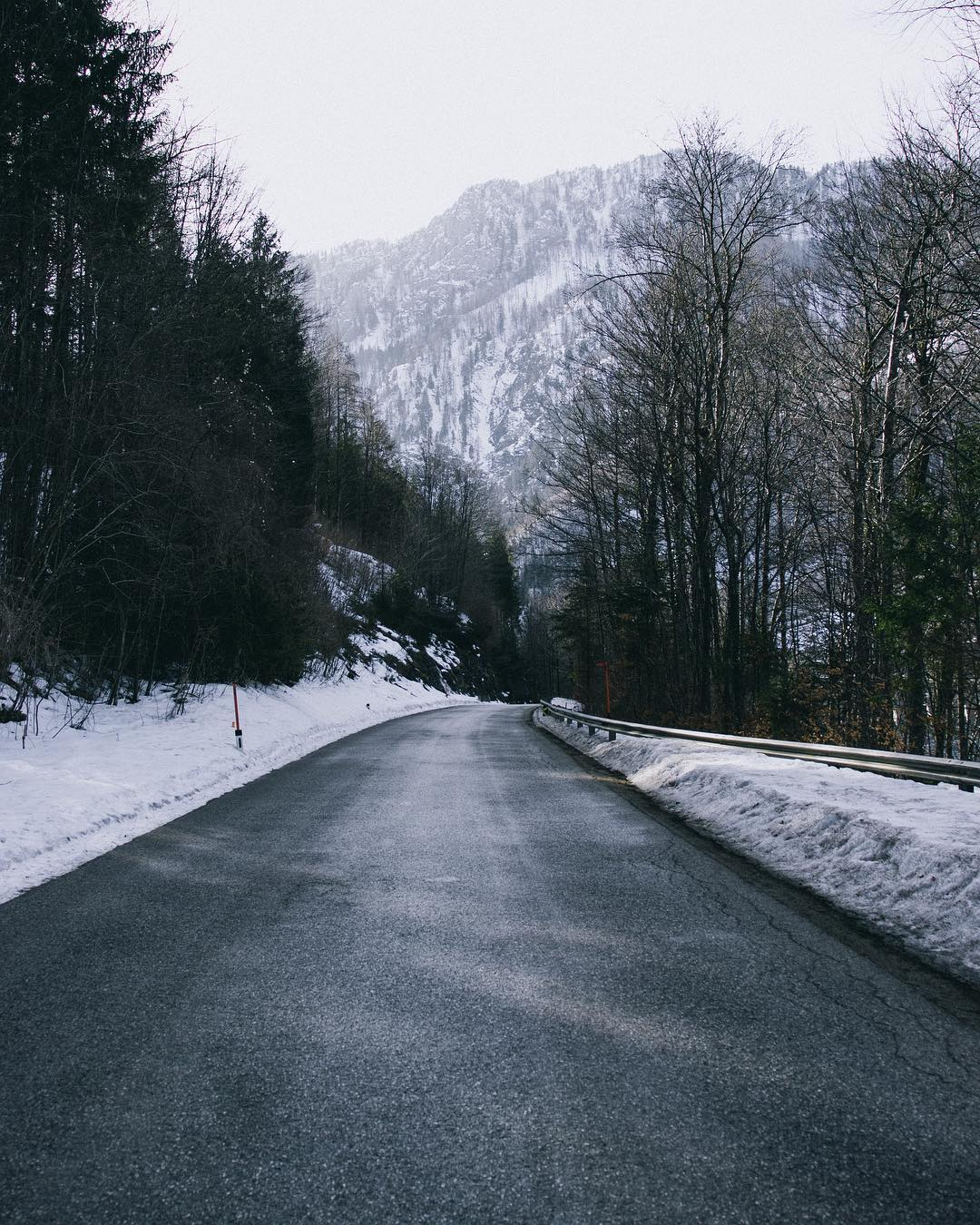 Winterly country road in Klaus